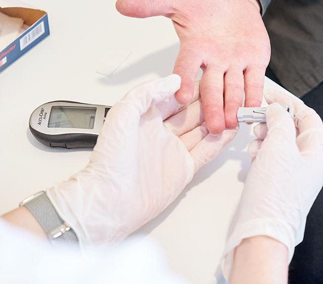 Blutzuckermessung in der Sanaris Apotheke Ratingen