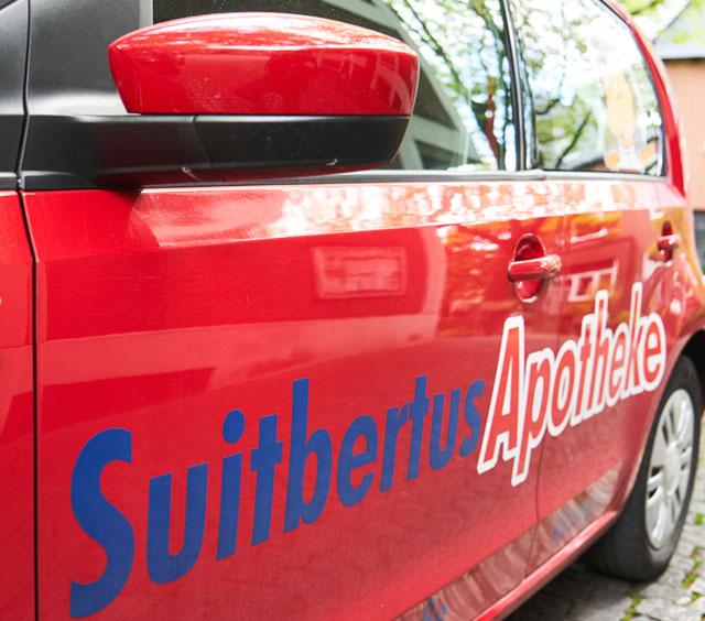 Botendienstfahrzeug der Suitbertus Apotheke in Ratingen
