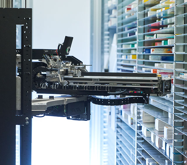 Lagerautomat für Medikamente in der Suitbertus Apotheke Ratingen